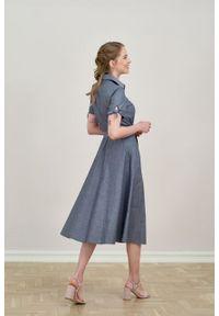 Marie Zélie - Sukienka Ariana granatowa oxford. Kolor: niebieski. Materiał: bawełna, skóra, materiał. Długość rękawa: krótki rękaw. Wzór: ze splotem. Typ sukienki: szmizjerki, trapezowe