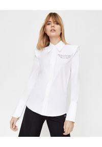OFF-WHITE - Koszula z wyszytym logo na piersi. Okazja: na co dzień, na spotkanie biznesowe. Kolor: biały. Długość rękawa: długi rękaw. Długość: długie. Styl: klasyczny, casual, biznesowy