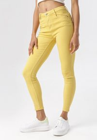 Born2be - Żółte Spodnie Skinny Calyrei. Kolor: żółty