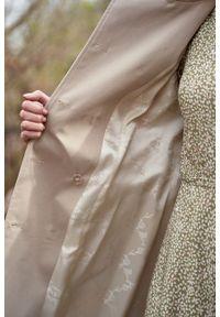Marie Zélie - Trencz Adria bawełna z elastanem beż piaskowy. Kolor: beżowy. Materiał: bawełna, elastan. Sezon: lato. Styl: klasyczny #4