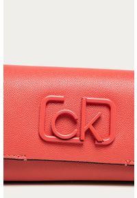 Czerwona nerka Calvin Klein