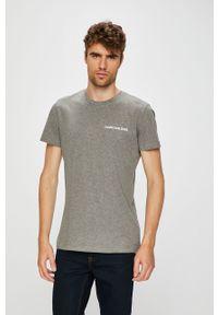 Szary t-shirt Calvin Klein Jeans casualowy, z nadrukiem