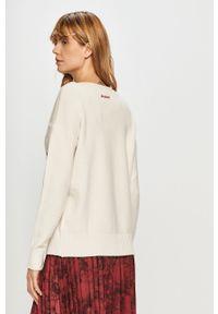 Biały sweter Desigual z długim rękawem, długi, z nadrukiem
