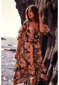 MOE - Sukienka midi w Kwiaty - Model 3. Materiał: poliester. Wzór: kwiaty. Długość: midi