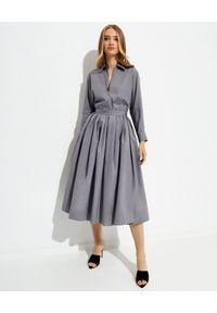 prada - PRADA - Szara rozkloszowana sukienka midi. Typ kołnierza: kokarda. Kolor: szary. Materiał: bawełna. Typ sukienki: plisowane. Długość: midi