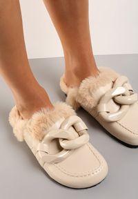 Renee - Beżowe Klapki Callusa. Nosek buta: okrągły. Kolor: beżowy. Materiał: futro
