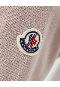 MONCLER - Beżowa bluza z ociepleniem. Kolor: beżowy. Materiał: dzianina, puch. Wzór: aplikacja