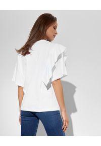 Ice Play - ICE PLAY - Biały t-shirt z falbaną. Okazja: na co dzień. Kolor: biały. Materiał: jeans. Styl: casual