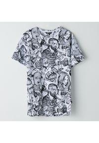 Biały t-shirt Cropp z kontrastowym kołnierzykiem, z nadrukiem