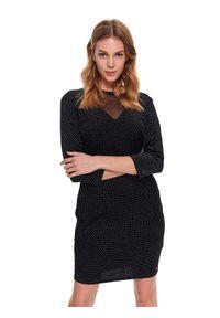 Czarna sukienka TOP SECRET z dekoltem na plecach, w kolorowe wzory, na imprezę