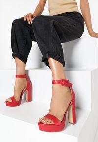 Czerwone sandały Born2be
