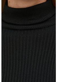 Answear Lab - Sweter. Typ kołnierza: golf. Kolor: czarny. Materiał: dzianina, materiał. Styl: wakacyjny