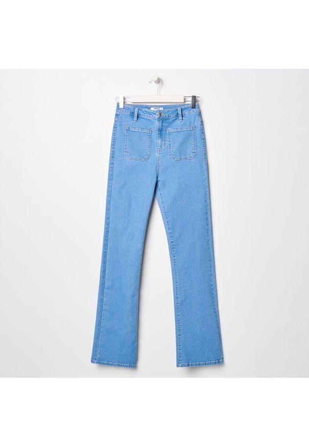 Sinsay - Spodnie jeansowe flare - Niebieski. Kolor: niebieski