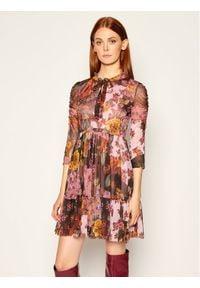 iBlues Sukienka koktajlowa Mozione 76260906 Różowy Regular Fit. Kolor: różowy. Styl: wizytowy