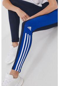 Adidas - adidas - Legginsy. Stan: podwyższony. Kolor: niebieski. Materiał: bawełna, dzianina. Wzór: aplikacja