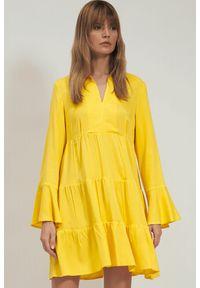 Nife - Sukienka wiskozowa w kolorze żółtym rozkloszowana z falbaną. Kolor: żółty. Materiał: wiskoza