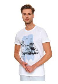 Biały t-shirt TOP SECRET wakacyjny, z klasycznym kołnierzykiem