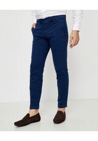 FAY - Granatowe spodnie chino. Kolor: niebieski. Materiał: bawełna. Długość: długie. Wzór: aplikacja. Styl: elegancki
