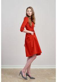 Marie Zélie - Sukienka Melia bawełna z elastanem czerwień. Typ kołnierza: kokarda. Kolor: czerwony. Materiał: bawełna, elastan. Styl: klasyczny