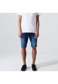 Cropp - Jeansowe szorty typu jogger - Granatowy. Kolor: niebieski. Materiał: jeans
