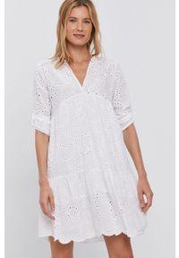 Haily's - Sukienka. Kolor: biały. Materiał: tkanina, koronka. Długość rękawa: długi rękaw. Wzór: gładki. Typ sukienki: rozkloszowane