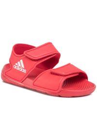 Czerwone sandały Adidas na lato