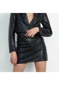 Reserved - Spódnica z imitacji skóry - Czarny. Kolor: czarny. Materiał: skóra