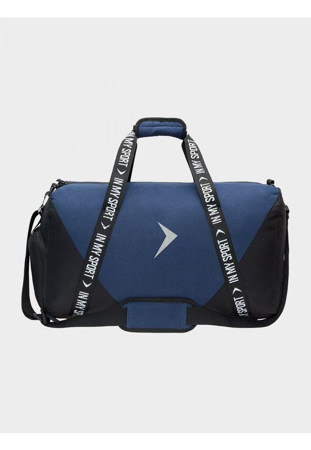 Niebieska torba podróżna outhorn sportowa