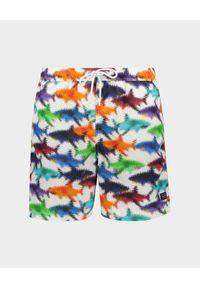 PAUL & SHARK - Szorty w print z rekinami. Kolor: czerwony. Wzór: nadruk. Styl: wakacyjny