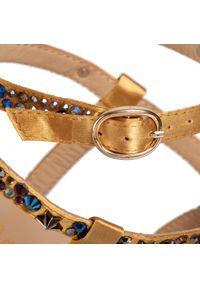 Złote sandały Alma En Pena klasyczne, z aplikacjami