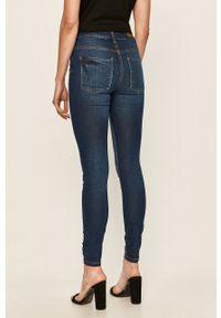 Niebieskie jeansy Jacqueline de Yong z podwyższonym stanem