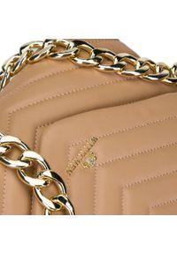 Wittchen - Damska torebka skórzana pikowana z łańcuchem. Kolor: beżowy. Wzór: paski, aplikacja. Materiał: skórzane