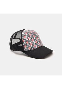 Biała czapka Sinsay