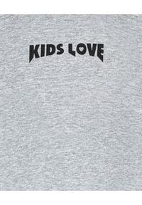 KIDS LOVE - Szara bluza o oversize'owym kroju Menfi. Kolor: szary. Materiał: dresówka, bawełna. Długość rękawa: długi rękaw. Długość: długie