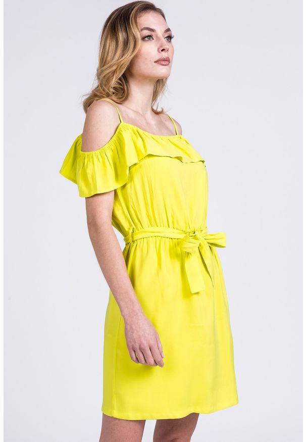 Zielona sukienka Monnari z dekoltem typu hiszpanka, na lato