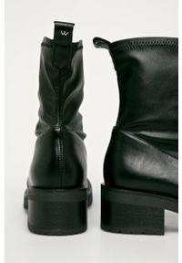 Czarne botki Wojas z cholewką, z okrągłym noskiem