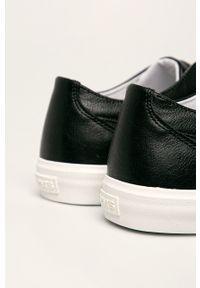Levi's® - Levi's - Trampki. Okazja: na spotkanie biznesowe. Nosek buta: okrągły. Zapięcie: sznurówki. Kolor: czarny. Materiał: guma. Styl: biznesowy
