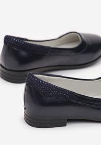 Born2be - Granatowe Balerinki Chamellia. Nosek buta: okrągły. Zapięcie: bez zapięcia. Kolor: niebieski. Materiał: skóra. Szerokość cholewki: normalna