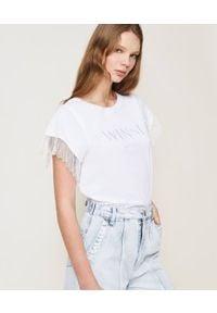 TwinSet - T-shirt z krótkim rękawem z logo i koronkowymi rękawami Twinset. Okazja: na co dzień. Kolor: biały. Materiał: koronka. Długość rękawa: krótki rękaw. Długość: krótkie. Wzór: haft, koronka. Styl: klasyczny, casual
