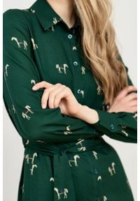 Marie Zélie - Sukienka Eliza Cavalos butelkowa zieleń. Materiał: wiskoza, bawełna. Długość rękawa: długi rękaw. Typ sukienki: szmizjerki. Styl: klasyczny