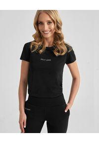 SELF LOVE - Czarny t-shirt z logo marki. Kolor: czarny. Materiał: bawełna, jeans. Wzór: nadruk, aplikacja. Styl: klasyczny, elegancki