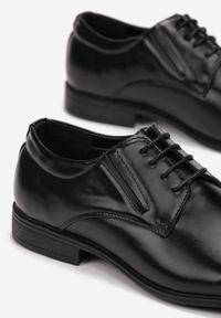 Born2be - Czarne Półbuty Calorephis. Nosek buta: okrągły. Zapięcie: sznurówki. Kolor: czarny. Materiał: skóra. Obcas: na obcasie. Styl: klasyczny, elegancki. Wysokość obcasa: niski