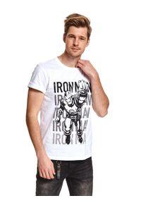 TOP SECRET - T-shirt licencyjny iron man. Kolor: biały. Materiał: bawełna, tkanina. Długość rękawa: krótki rękaw. Długość: krótkie. Wzór: aplikacja. Sezon: wiosna. Styl: wakacyjny