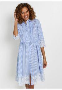 Sukienka szmizjerka z ażurowym haftem bonprix niebiesko-biały w paski. Kolor: biały. Wzór: haft, paski, ażurowy. Typ sukienki: szmizjerki