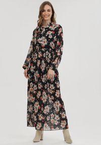Born2be - Czarna Sukienka Agilejaws. Okazja: na imprezę, na co dzień. Kolor: czarny. Materiał: tkanina. Długość rękawa: długi rękaw. Wzór: kwiaty. Typ sukienki: plisowane. Styl: casual. Długość: maxi