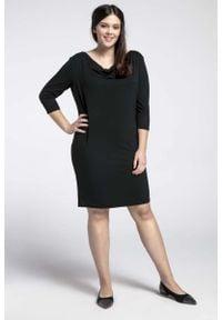Nommo - Czarna Prosta Sukienka z Lejącym Dekoltem PLUS SIZE. Kolekcja: plus size. Kolor: czarny. Materiał: bawełna, poliester. Typ sukienki: dla puszystych, proste