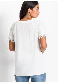 Shirt bluzkowy z ażurową koronką bonprix biel wełny. Kolor: biały. Materiał: koronka, wełna. Wzór: koronka, ażurowy