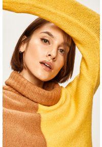 ANSWEAR - Answear - Sweter. Okazja: na co dzień. Typ kołnierza: golf. Kolor: żółty. Materiał: dzianina. Styl: casual