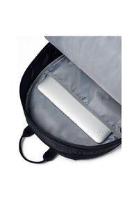 Plecak sportowy Under Armour Loudon 18L 1342654002. Kolor: wielokolorowy, biały, czarny. Materiał: materiał, poliester. Styl: sportowy