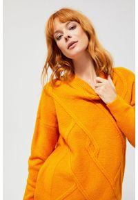 Żółty sweter MOODO z długim rękawem, długi